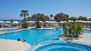 hotel-sabina-cala-millor-swimming-pool