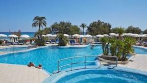 hotel-sabina-cala-millor-swimming-pool