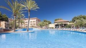 pool-im-hotel-green-garden
